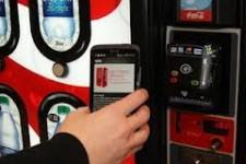 Coca-Cola стремится расширить использование мобильных телефонов для оплаты в торговых автоматах