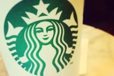 Starbucks продает каждую пятую чашку кофе сo смартфона