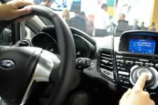 Владельцы автомобилей Ford могут управлять финансами прямо за рулем