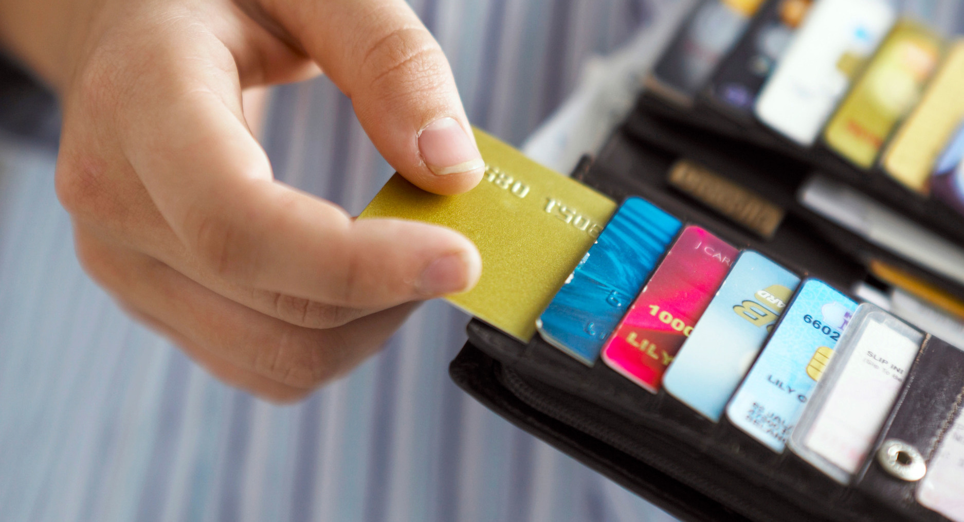 at0crt-close-up-on-woman-taking-credit-card-out-of-her-purse-2