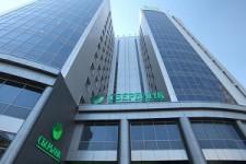 Крупнейший российский банк сократил прибыль вдвое