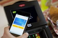 Visa и QIWI запустили сервис бесконтактной оплаты с помощью смартфона