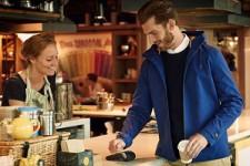 Карты больше не нужны: как расплатиться перчатками, пиджаками и платьями