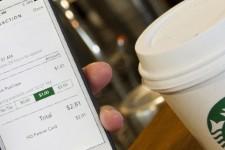 Starbucks начнет принимать Apple Pay