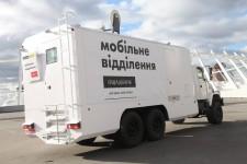 Бронированные мобильные отделения Ощадбанка едут на Восток
