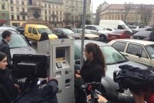 В Украине впервые можно оплатить парковку бесконтактной картой