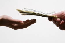 Таджикистан закрывает все валютные обменники