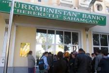 В Туркменистане доллары продают по талонам