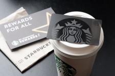Starbucks выпустит карты предоплаты