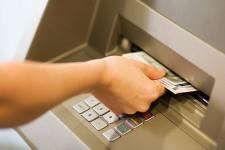 Пользователи банкоматов приносят банкам миллиардные прибыли