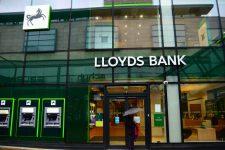 Lloyds закроет полсотни отделений: кто будет обслуживать клиентов