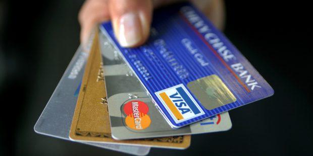 В Великобритании количество дебетовых карт в полтора раза больше, чем самих британцев