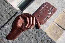 10 необычных способов использования банковской карты