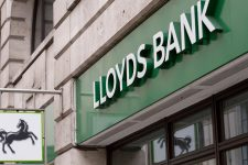 Отголоски Брексита: британский банк закрывает отделения и сокращает тысячи сотрудников