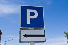 На новой парковке в Борисполе теперь можно расплатиться картой без комиссии