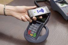 Потребители оставляют больше чаевых при оплате с NFC-чипом