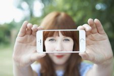 Селфи-камера и платежи: лишние функции наших смартфонов