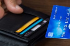 Чем отличается кредитная карта от дебетовой: полезный лайфхак