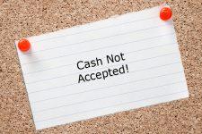 Курс на cashless: украинцы отказываются от наличных денег?