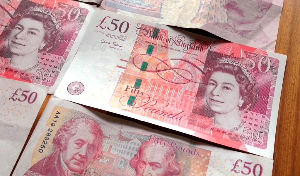 Фунт впаре сдолларом всередине осени потерял около 6%