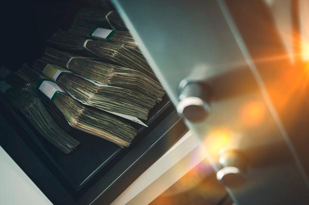 Избанка вРовно умужчины украли неменее 3-х млн долларов