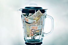 Доллар против евро: прогнозы крупных финучреждений