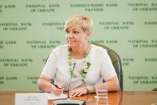 Стала известна зарплата Гонтаревой за ноябрь