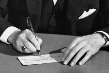 Дания официально отменила банковские чеки