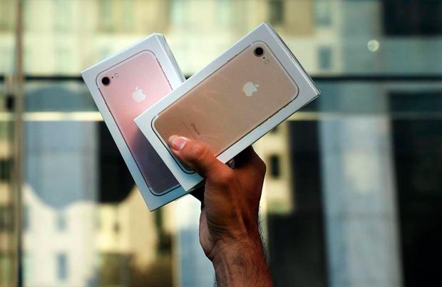 Apple сократит производство iPhone 7