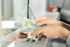 Фальшивые доллары наводнили Киев: где могут подкинуть подделку