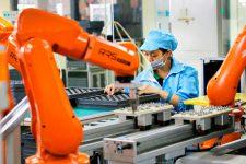 Китайская компания заменила 90% сотрудников роботами: что из этого вышло