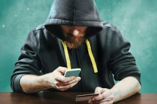 Телефонное мошенничество процветает: под прицелом каждый тридцатый украинец