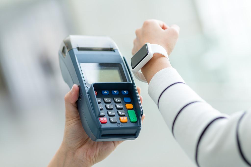 Носимые устройства бесконтактные платежи
