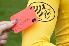 Красные и желтые карточки судей становятся «бесконтактными»