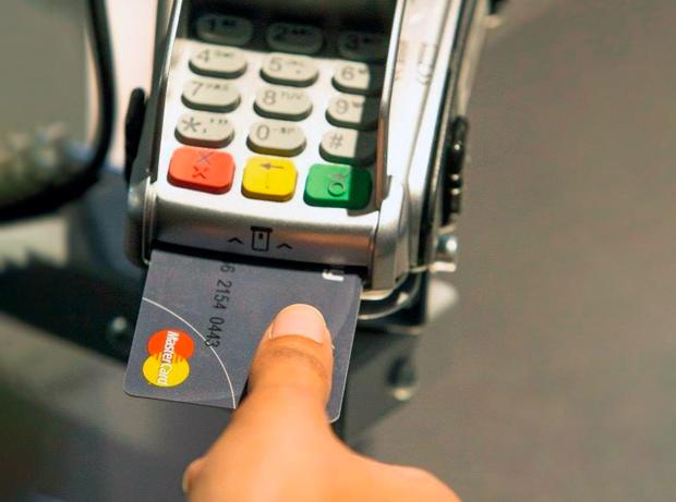 Mastercard карта со встроенным сканером отпечатка пальца