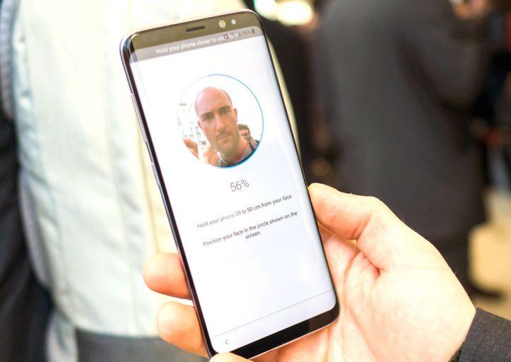 Распознавание лиц в Samsung Galaxy S8 — ненадежный пароль (видео)
