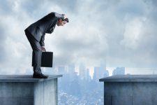 Курс биткоина резко обвалился после стремительного роста
