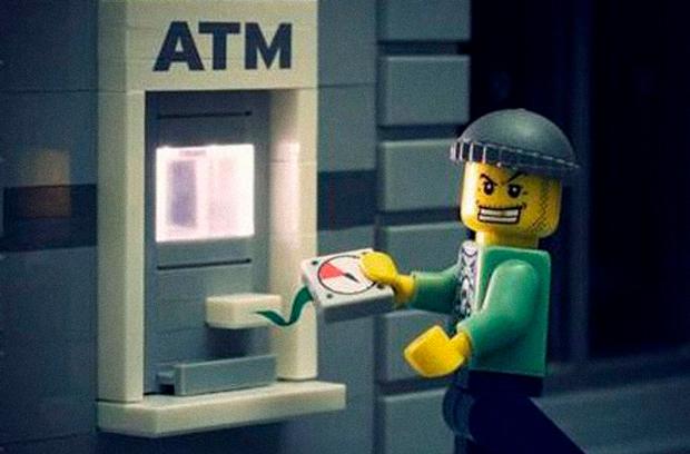 В Киеве взломали банкомат