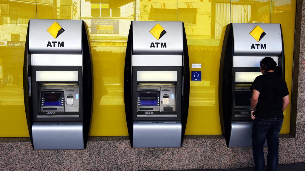 50 лет на выдаче денег: как работает банкомат (видео)