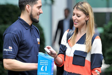 Плати бесконтактно: найден способ удвоить благотворительные сборы
