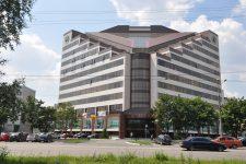 Главный офис ПриватБанка в Днепре окружили бастующие
