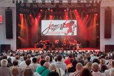 Безналичный Alfa Jazz Fest: как прожить во Львове без кэша