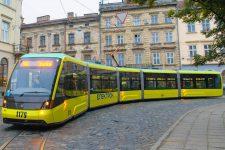 Во львовском трамвае установили терминалы для оплаты картами