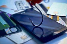 Украинцев обманули на сотни тысяч гривен через SMS-рассылки