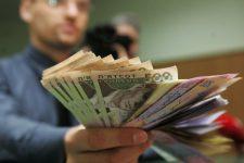 Почти половина украинских финкомпаний и ломбардов работают без лицензий