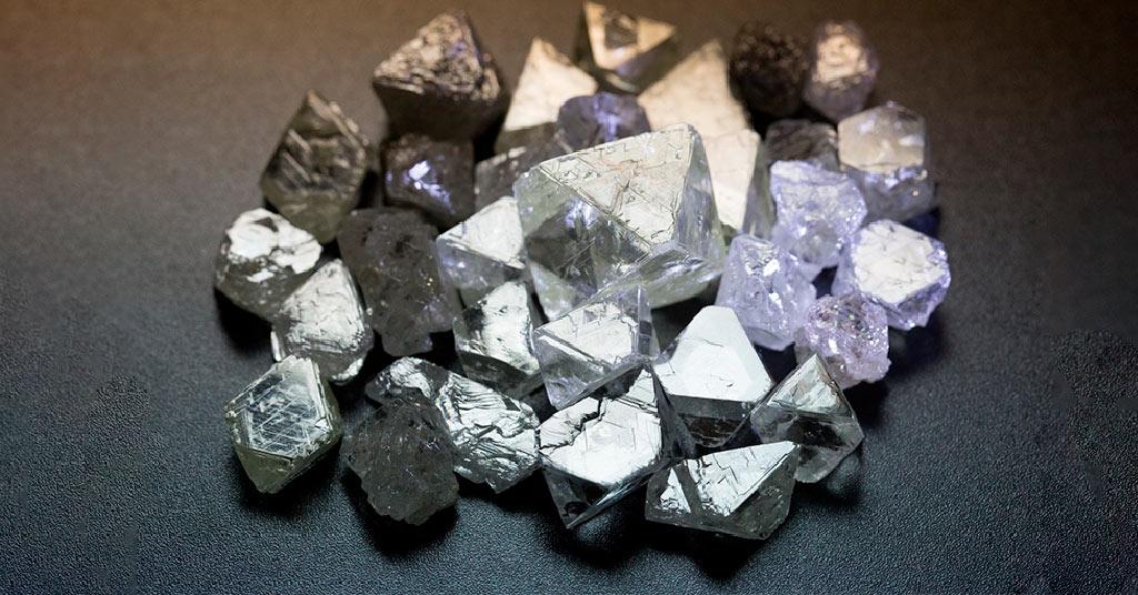 Стартовали первые в мире биржевые торги алмазами