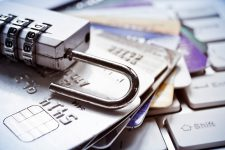 Мошенничество с дебетовыми картами сократилось после перехода на чипы — исследование