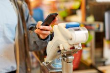 Бесконтактные платежи со смартфонов становятся все популярнее в Европе