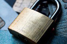 Что угрожает владельцам банковских карт в Украине — эксперты