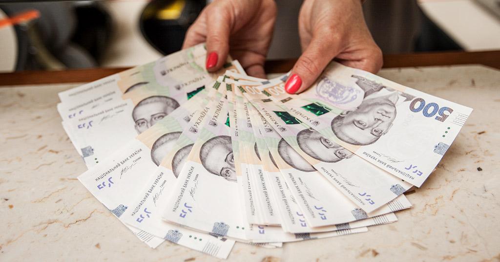 Фальшивые доллары и гривны